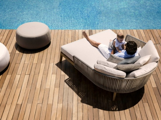 terrasse un transat de jardin pour 2. Black Bedroom Furniture Sets. Home Design Ideas