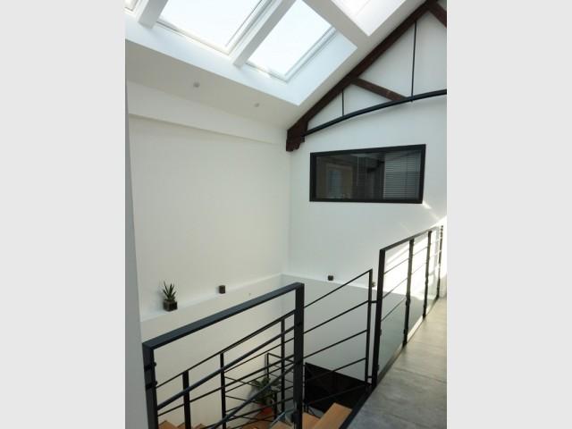 Un puits de lumière au dessus de l'escalier