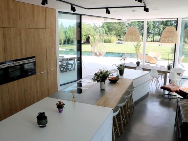 Une cuisine hors norme con ue pour recevoir for Cuisine ouverte industrielle