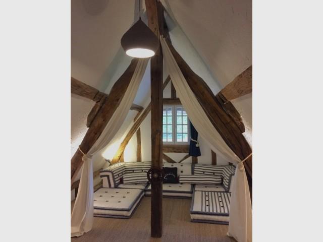 Une chambre spacieuse et lumineuse