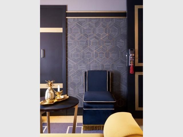 Ajouter des éléments de passementerie comme éléments de décoration - L'une des chambres Diamant noir de l'hôtel Maison Nabis Paris