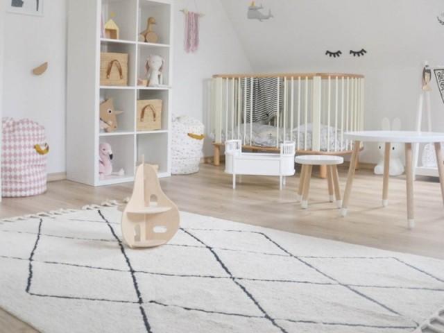 Un tapis quadrillé pour une chambre d'enfant
