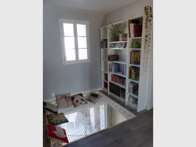 Un salon de lecture comme un puits de lumière