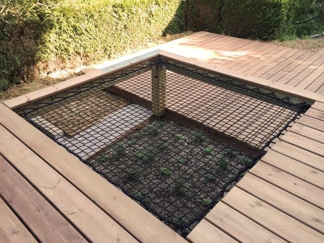 Un filet d'habitation intégré à une terrasse