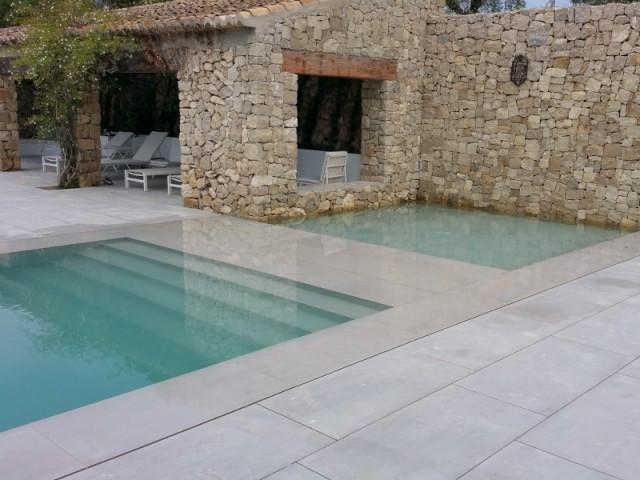 Les bassins sont reliés par une pellicule d'eau