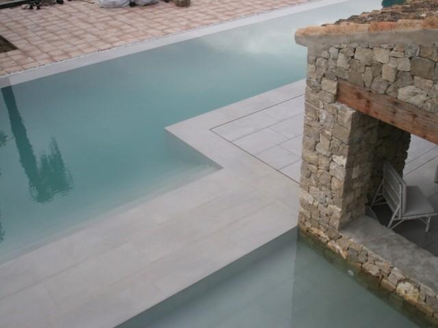 La piscine a une profondeur de 1,50 m maximum