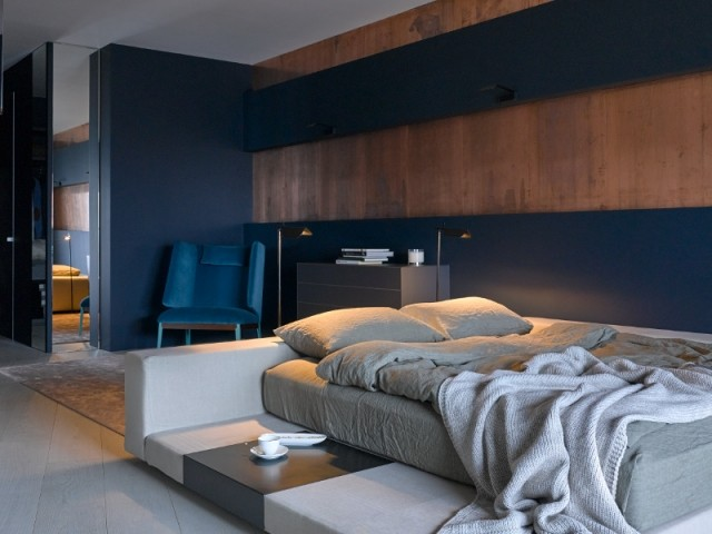 Mélange de gris et de cuivre pour une chambre parentale intime