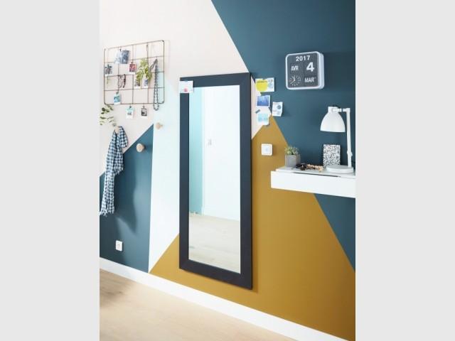 Miroir Colors Gubbi et tablette blanche avec tiroir