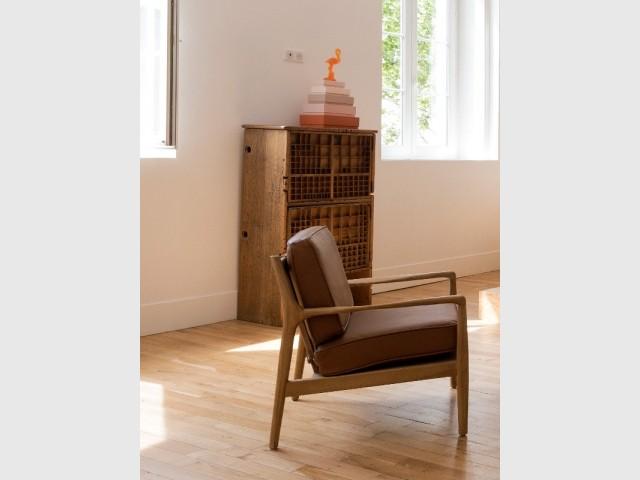 Des meubles chinés et bricolés à l'aide de casiers de typographie