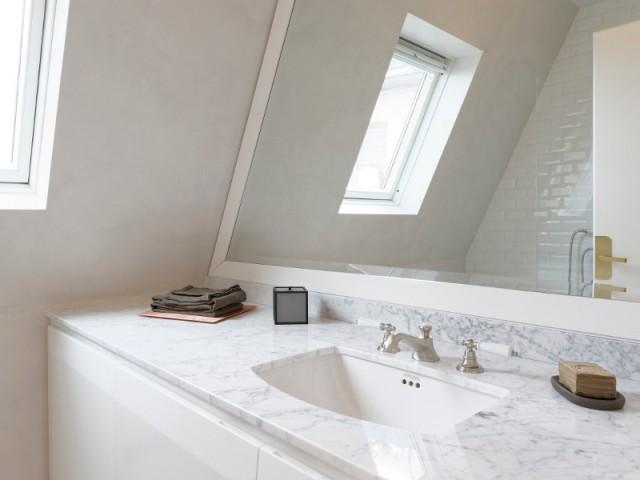 Une salle de bains lumineuse façon Art déco