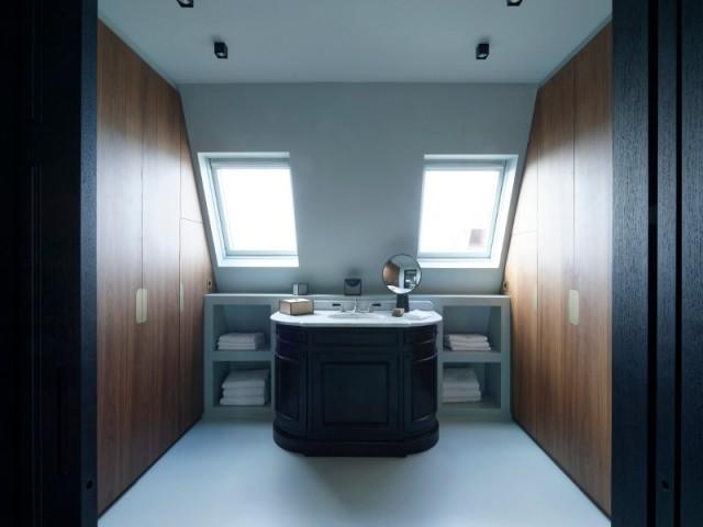 Une salle de bains avec dressing pour compléter la suite parentale