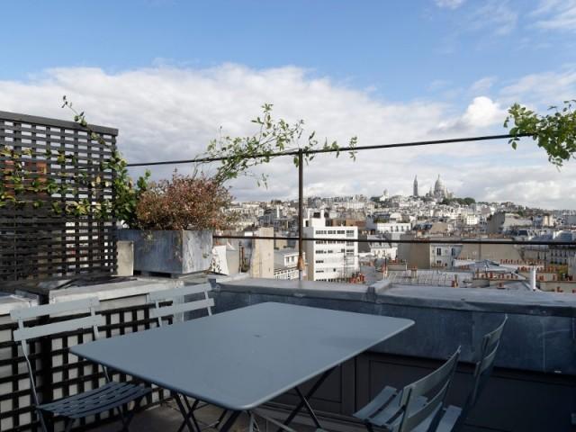 Une vue sur Paris à partir d'une toiture terrasse