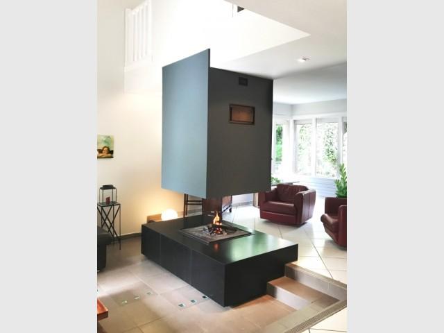 Un modèle qui laisse passer la vue et la lumière - Rénover sa cheminée, un exemple