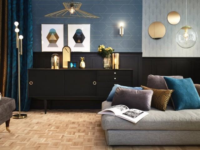 Suspensions lumineuses géométriques et papier peint à motifs - Tendance chic et or