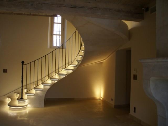 L'escalier affiche une silhouette très fine