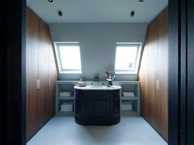 L'espace salle de bains de la suite parentale