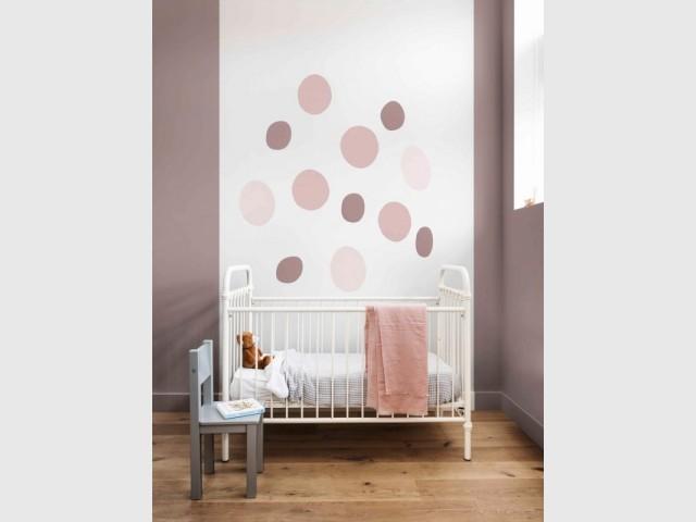 Brun cachemire, couleur de l'année 2018, dans une chambre d'enfant