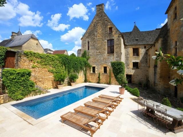 Une piscine insérée dans un cadre historique - Piscine, exemple d'intégration exemplaire