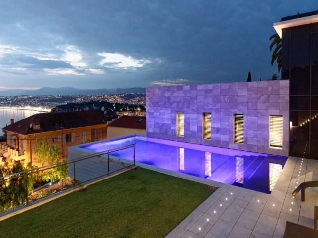 Une piscine sur un toit en plein centre-ville - Piscine, exemple d'intégration exemplaire