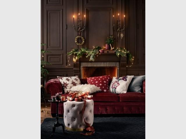 Déposer des guirlandes qui ressemblent à des flocons de neige  - Rouge classique/H&M