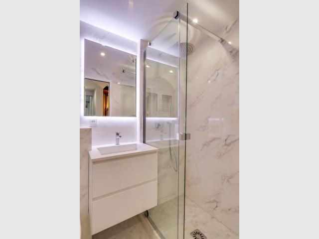 Une salle de bains tout en finesse