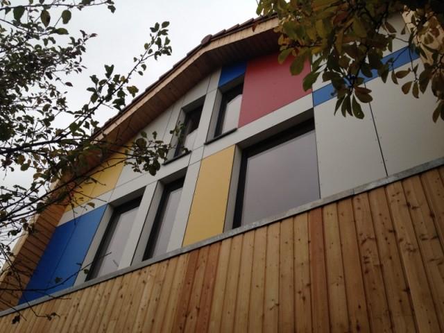 La façade ressemble à une oeuvre de Mondrian