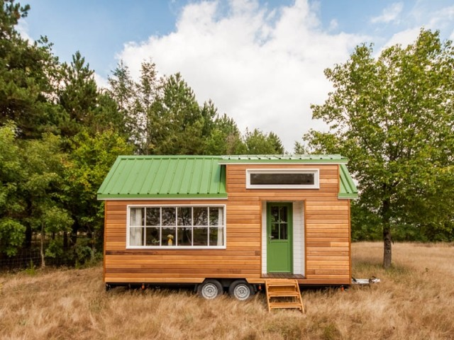 Tiny house la mini maison mobile d barque en france for Maison en bois mobile