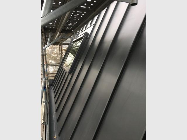 Une enveloppe zinc qui modernise la façade existan