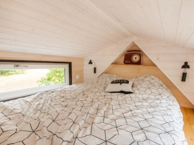 Le lit est un (140cm x 190 cm)