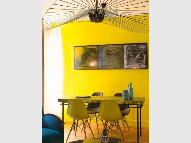 Une salle à manger arty tout en hauteur