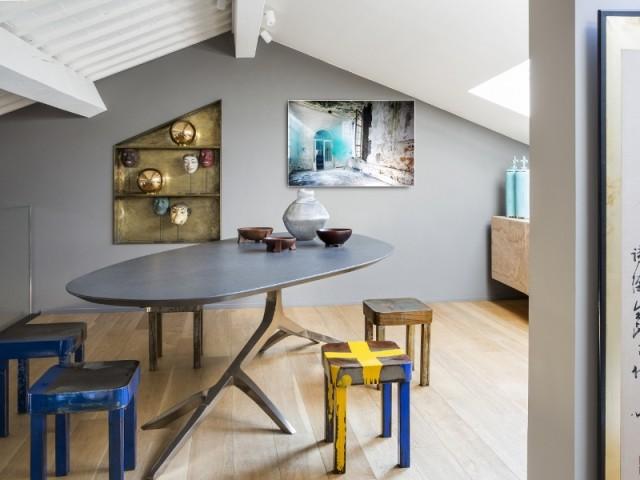 Une salle à manger à la table design
