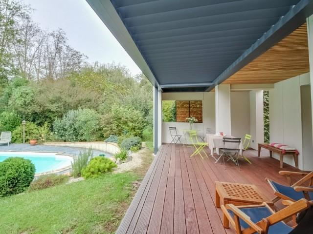 Une terrasse enrichie d'une cuisine d'été