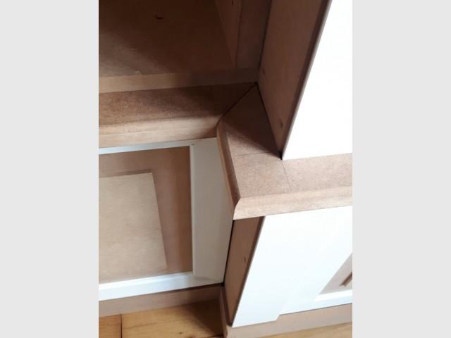 Une bibliothèque et sa porte conçue au millimètre près
