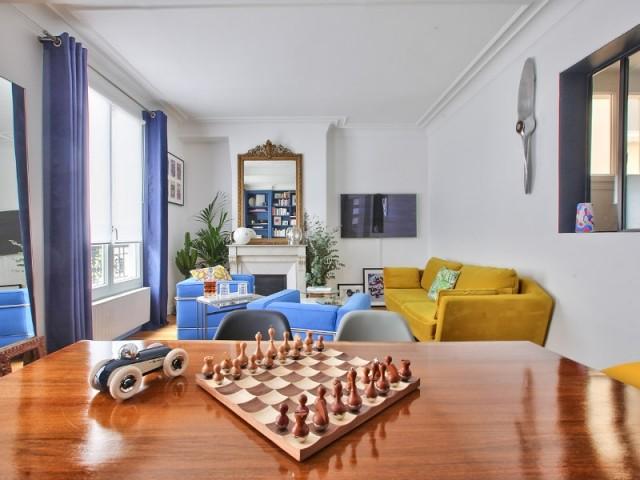 Une table unique pour un séjour plein de charme