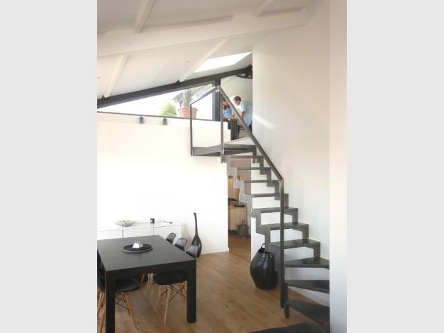 Pose d'un escalier sur mesure en acier