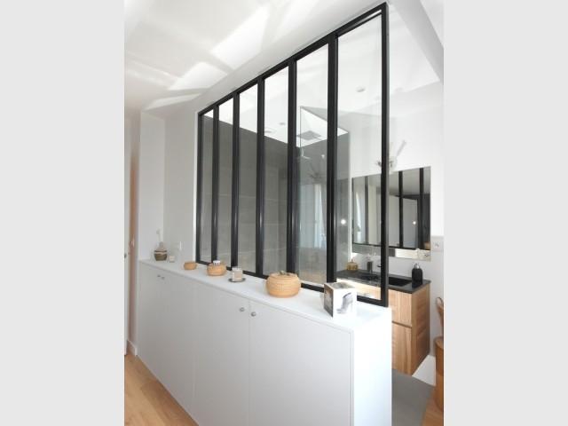 Salle de bains avec verrière