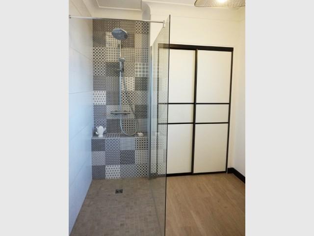 L'espace est désormais occupé par une douche