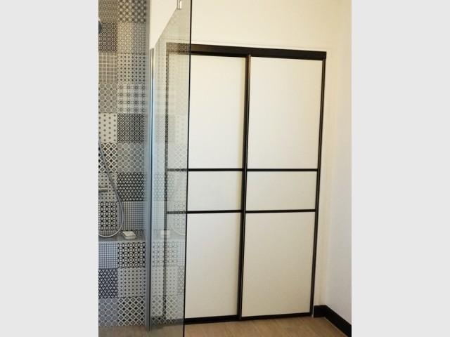 Le placard repose sur des portes coulissantes