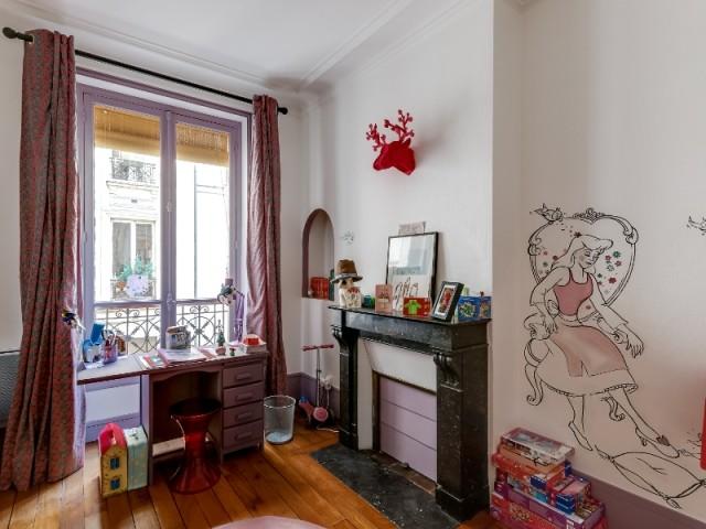 Après : une chambre de princesse pour une fan des contes de fées - Un appartement haussmannien magnifié dans son intégralité