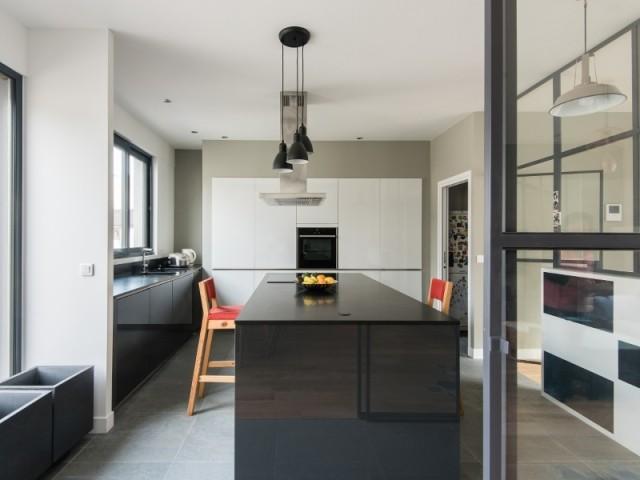 13 cuisines séparées du salon par une verrière