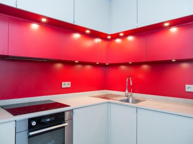 Le rouge rubis marque l'appartement