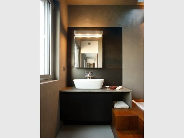 Une salle de bains où se mêlent les matériaux nobles - La salle de bains du LoftCube de Fabio Fantolino