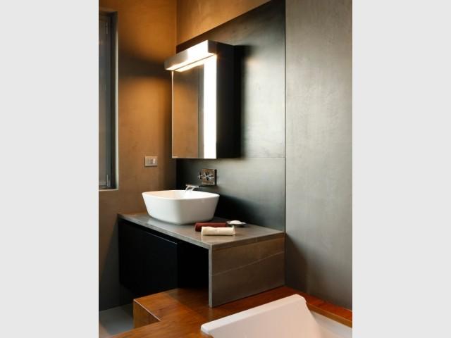 La salle de bains du LoftCube et son plan en pierre