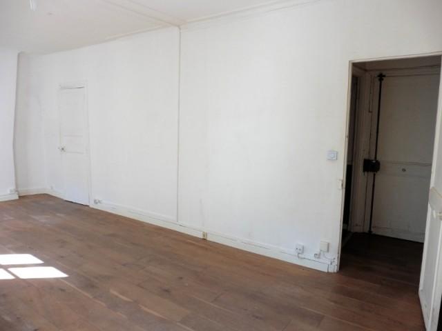 Avant : une cuisine cloisonnée en couloir