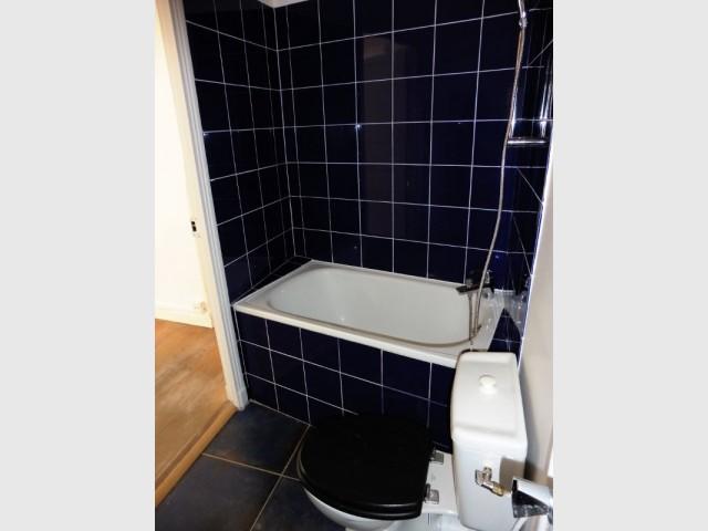 Une salle de bains exigüe avant rénovation
