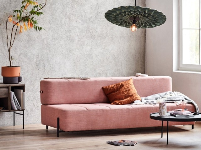 Un daybed rose comme lit d'appoint