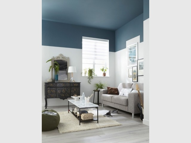 Bleu gris au plafond du salon