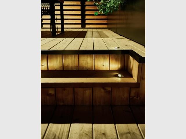 Le bois de cèdre prend une belle couleur orangée