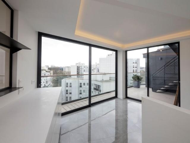 Un maximum de lumière naturelle dans les pièces à vivre - Immeuble à la façade en corian