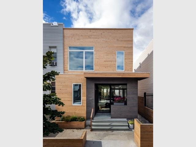 Un porche semi-fermé pour protéger la maison